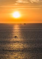 P3170824.jpg (francis_bellin) Tags: bateaux playaflamingo ilots couchdesoleil nuages mer orange costarica