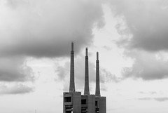Las 3 chimeneas (Nestor_PS) Tags: chimeneas besos sant adri fbrica tres skyline barcelona