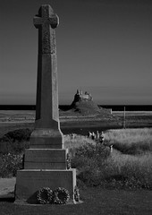Monument at Holy Island (raymondbell1953) Tags: holy island serene harbour nikond5200 monochrome northumberland outdoors outdoor seascape stone castle cross