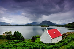The red roof (images@twiston) Tags: redroof storm stormclouds clouds rain weather iconic shieldaig applecross peninsula torridon lochtorridon lochshieldaig scottishloch highland loch croft house roofed upperlochtorridon torridonhills benalligin liathach redroofedcottage eileananinbhirebhain westcoast water sea torridonmunros sealoch ardheslaig inverbain westerross northwestscotland corrugated galvanised metal fern ferns grass white weehoose small silent peaceful rosshire rossshire rossandcromaty highlands scotland landscape green glen hill hills mountains schottland caledonia ecosse escoia alba scottishhighlands bracken red roof imagestwiston