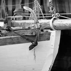 Anker (odda66) Tags: colinarcher sailboat wood monocrome blackandwhite woodboat fujifilmxe2 supertakumar11855 supertakumar 55mmlens anker
