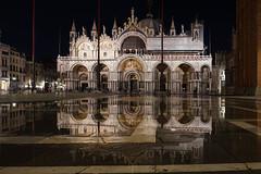 Acqua alta (Txulalai) Tags: venezia venice venecia acquaalta sanmarcos plazasanmarcos travel arquitectura monumento catedral cathedral iglesia church reflejos reflec agua nocturna sony sonya6000 sonyilce6000 sonyalpha6000