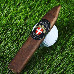 Cigar of the day the box pressed #RoyalDanish Sangra Azul #cigarsnob #cigarsmoker #cigarlifestyle #cigarlover #nowsmoking #smokingcigars #cigars #cigarporn #cigaroftheday #golf #cigaraficionado #photooftheday Thecigarphotographer.com (thecigarphotographer) Tags: ifttt instagram cigars
