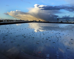 Avril dans un miroir, Paris, 22 avril 2012 (Stphane Bily) Tags: paris reflection glass clouds east reflet ciel nubes miroir nuages soir rue est vitre gouttes aprslaverse stphanebily