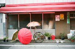 umbrella bicycle in Kyto (slo:motion) Tags: windows bike bicycle umbrella kyoto bikes bicycles kansai kyto  honsh