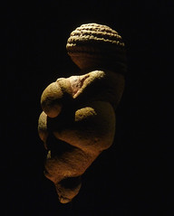 Venus of Willendorf, Left