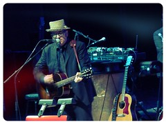 (The Visual Poet) Tags: elviscostello elviscostelloandtheimposters spinningwheelsongbook keepondancingandletthemusicplaytonightsthenightimgonnadancethenightaway