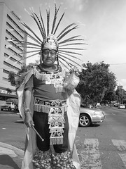 caballero de asfalto. (Victoria Robredo) Tags: byn blancoynegro mxico mexico retrato guadalajara bn 8mm chapultepec azteca dansante