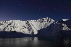 Embalse el Yeso - Moon light (Fabro - Max) Tags: chile travel winter sky snow mountains southamerica nieve cielo andes invierno cerros cordillera montañas sudamerica cajondelmaipo yeso cordilleradelosandes elyeso embalseelyeso moonsnow