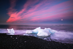 like ice in the moonshine (Dennis_F) Tags: ocean sunset summer sky lagune moon white ice beach nature water colors beautiful strand landscape island mond iceland wasser europa europe waves sonnenuntergang sommer natur north norden himmel lagoon atlantic glacier steine moonrise block iceberg polar gletscher eis landschaft isle bunt farben jkulsrln vollmond wellen atlantik vulkan eisberg vulcanic mondaufgang islandic gletscherlagune