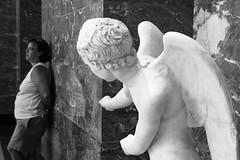 mira (Maieutica) Tags: woman paris france muro wall museum donna wings ali museo marble mira francia statua parigi marmo museedulouvre stuatua