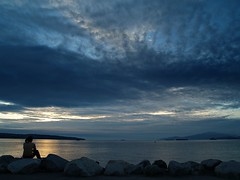 End of a Blue Day (dons projects) Tags: ocean blue autumn sunset sea sky cloud seascape canada beach water silhouette vancouver clouds october rocks sonnenuntergang bc dusk bluesky olympus englishbay 2008 seashore zuiko vancouverbc e500 zd 1445mm photoscape cans2s donsprojects
