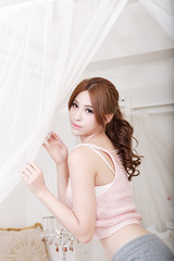 DSC_4642 (錢龍) Tags: 鄔育錡 女孩 girl 棚拍 lillian beauty 棉褲 白襯衫 床 家具 美腿 d700 nikon 辣妹