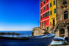La vera pace comincia in qualunque luogo colorato (Gianni Armano) Tags: la vera pace comincia qualunque luogo colorato barche mare colori liguria foto gianni armano photo
