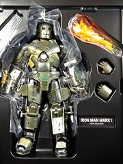 Kaiyodo  Sci-Fi Revoltech  Series No. 045  Iron Man  Iron Man Mark I  Contents (My Toy Museum) Tags: kaiyodo revoltech sci fi iron man mark 1 i action figure