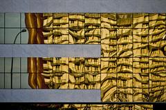 ntrmdt (zelnunes) Tags: zelnunes reflection facade lamppost lines architecture zelchitecture golden