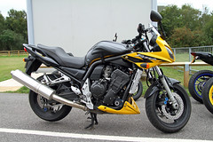 Yamaha FZS 1000 Fazer (BIKEPILOT) Tags: blackbushe airport airfield aerodrome eglk hampshire uk greatbritain motorcycle motorbike bike vehicle transport yellow yamaha fzs1000 fazer