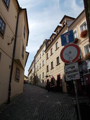 Gasse (schremser) Tags: slowakei bratislava pressburg gasse huser gebude schilder