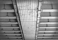Zubi azpian (under the bridge) (Lanbro artea) Tags: simetrico bridge urban manchester iron bw blackandwhite blancoynegro urbano street puente linea lines acero