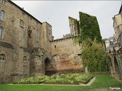 Collgiale Saint Pierre La Cour (Figareine- Michelle) Tags: le mans collegiale saint pierre la cour restes muraille gallo romaine