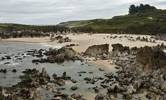 Playa de Tor (Melkeshna) Tags: espaa beach landscape spain nikon europa europe tor asturias playa paisaje llanes playadetor d90 nikond90 playasdeasturias dsc3610 nikkor28mmf28d nilleshna melkeshna