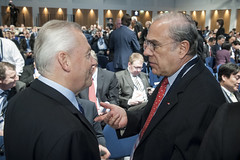 Angel Gurria talks with Rüdiger Grube at the Annual Summit in Leipzig