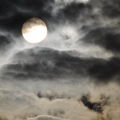 Venus Transit through Clouds (Jeremy Stockwell) Tags: sun star nikon planet venustransit d90 jeremystockwellpix nikond90 venustransit2012