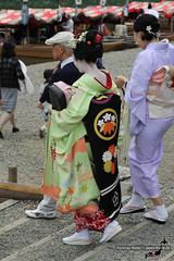 Maiko and attendance (Christian Kaden) Tags: arashiyama beofjap bestofjapan clothes culture fest festival geiko geisha gionkobu gürtel japan kansai kimono kimonogürtel kioto kleidung kultur kyoto maiko maikosan mamemaru mifunematsuri obi belt japanesebelt japanischergürtel おび ぎおんこうぶ げいこ げいしゃ ころも まいこ まいこさん まめまる 三船祭 京都 嵐山 帯 文化 日本 日本一番 服 着物 祇園甲部 祭 舞妓 舞妓さん 芸妓 芸者 衣 衣類 豆まる 豆丸 関西