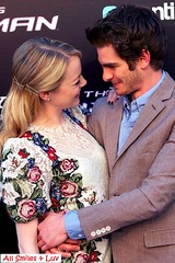 andrew garfield and emma stone 2012-06-22_Cuddle up on the red carpet (Jaclyn Diva) Tags: celebrity emmastone spidermanmovie andrewgarfield theamazingspiderman jaclyndiva celebrityromance
