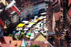Reges Treiben / Tilt-Shift Münsterplatz (Konsti.) Tags: markt freiburg münster tiltshift münsterplatz