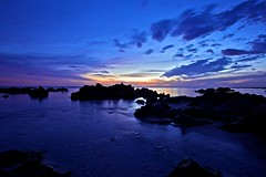 Dark Sunset (xris74) Tags: seascape france color colors evening frankreich colorful europe nightshot wide wideangle striking paysage euope 1635mm reunionisland coleur 5d2 canon5dii canon5d2 xris74