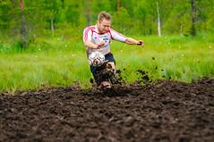 Anu Meininki - FC EH 5-0 (heikkipekka) Tags: finland football soccer swamp anu jalkapallo suo swampsoccer hyrynsalmi suopotkupallo anumeininki vuorisuo