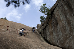 Climbing the rock (Scalino) Tags: india rock karnataka ramanagaram cheesenaan