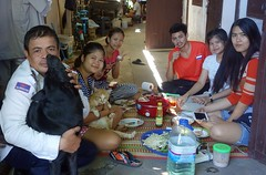having brunch with the neighbors (the foreign photographer - ) Tags: family friends food portraits thailand sitting bangkok sony brunch neighbors mats khlong bangkhen thanon rx100 dscjul172016sony