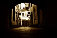 toned (Claudio Taras) Tags: street shadow bw nikon bokeh monochrom claudio biancoenero trier taras streetshot contrasto 35mm18