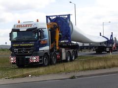 Mercedes Benz - Collett Heavy Transport (Unimog1300L) Tags: yj64ewt collettheavyhaulage mercedesbenzactros windturbine effer