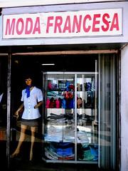 French fashion (magellano) Tags: santacruzdelasierra bolivia insegna sign moda fashion francesa french vetrina manichino