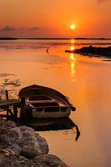 calma dorada (Santi BF) Tags: sol salida sortida sunrise barca boat