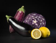 Berenjenas (upphotostudio) Tags: berenjena lombarda limn bodegn key lowkey stilllife aubergine eggplant lemon lombardy cabbage