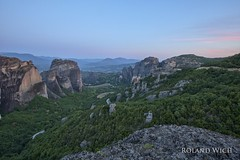Meteora (Rolandito.) Tags: greece hellas griechenland grce meteora dawn sunrise twilight