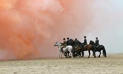 Prinsjesdag - Strandoefening Cavalerie Ere-Escorte (Roelie Wilms) Tags: scheveningen denhaag paarden trompetterskorps cavalerieereescorte prinsjesdag strandoefening oefenmunitie rookbommenmuziek militairen