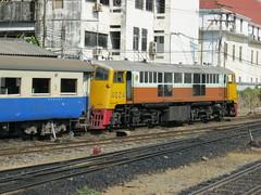 4024 on BKK yard duty, early 2011 (Barang Shkoot) Tags: electric asia general bangkok thai locomotive ge railways pilot gek rft shovelnose rotfai metregauge vacuumbrake