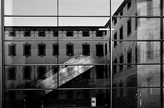 Reflejos (Sonia Montes) Tags: bw reflection byn blancoynegro stair edificio escalera escher reflejos