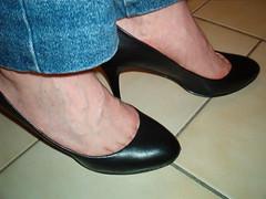 IM005619 (grandmacaon) Tags: pumps highheels stilettos lowcut talonsaiguille escarpins sexyheels hautstalons toescleavage