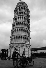 Bisogno di fermarsi (Vicio 23) Tags: torre pisa di toscana vacanza ciclisti ammirare fermari