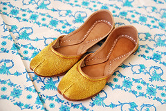 zolobo11 (everydayyu) Tags: golden shoes forsale ee madeinindia chappal eastextension