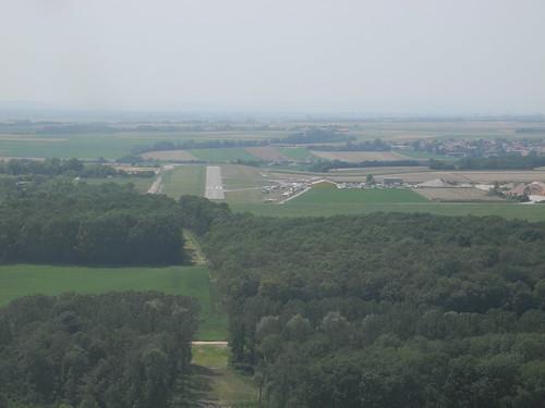 Runway 25 - Approach