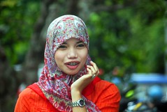 IMG_8126fr (Mangiwau) Tags: girl smiling scarf indonesia asian tanya veil braces teeth hijab gigi sulawesi islamic headdress minta mete kebun kacang dentures jilbab berani aswin cewek kendari gigit sultra behel laode