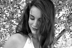 Vento tra i capelli (Celeste Messina) Tags: light summer portrait bw woman white selfportrait black girl smile self hair myself happy blackwhite donna nikon estate wind happiness bn autoritratto sorriso brunette bianco ritratto nero luce biancoenero vento autoscatto capelli mora felicit d5000