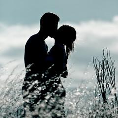 Summers Kiss (migajiro) Tags: summer love amor sony silouette verano silueta alpha adolescentes migajiro amorpsyche ltytr2 ltytr1 flickrbronze retosemanal sal70400 blurb2012